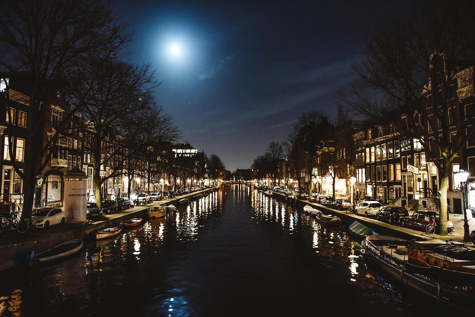amsterdam canals night